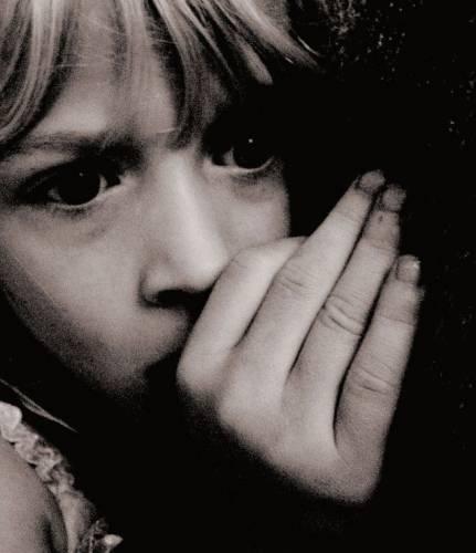 Лицо напуганной девочки