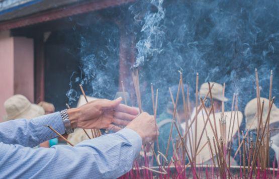 Дымящие палочки благовоний