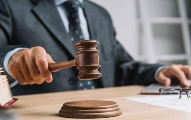 Уставший судья выносит решение