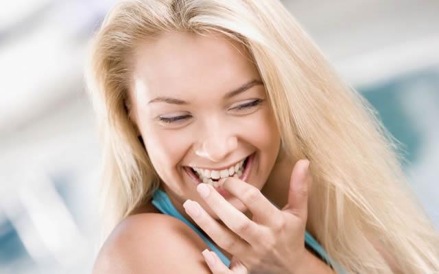 Красивая улыбающаяся девушка