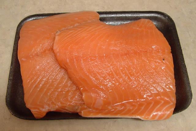 Два куска филе лосося