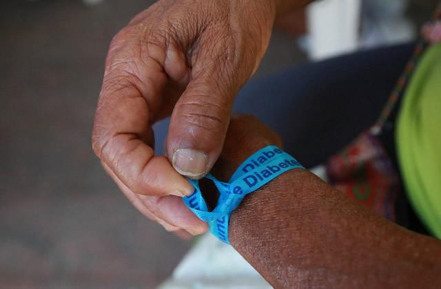 Информационная повязка диабетика на руке