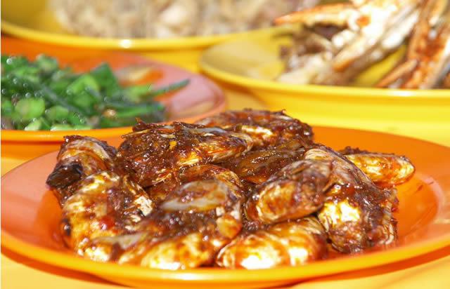 Вкусные овощные блюда на тарелке