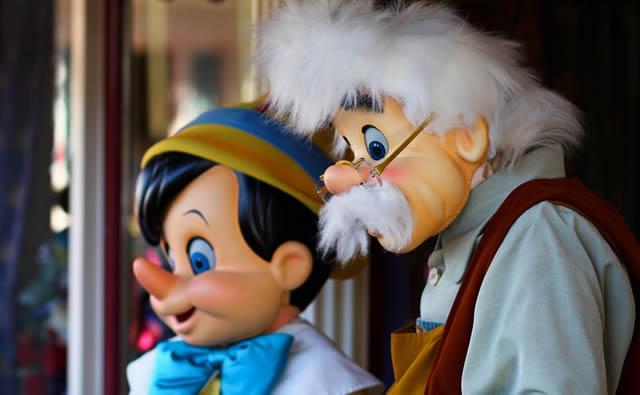 Красивые куклы Пиноккио и Джеппетто