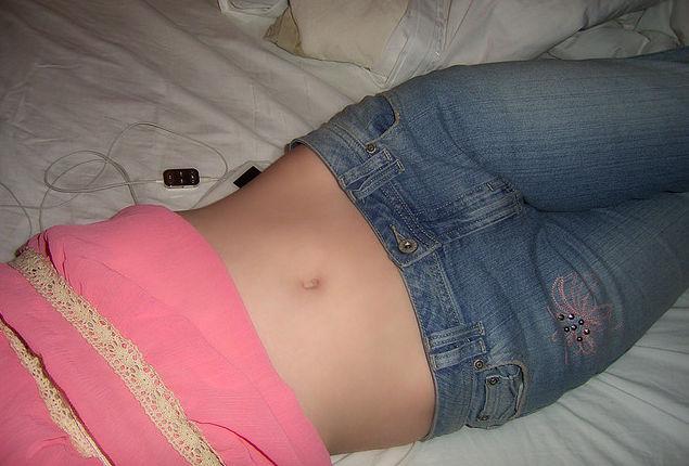 Плоский живот девушки