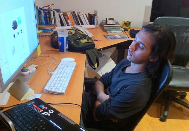 Сотрудник, заснувший за компьютером