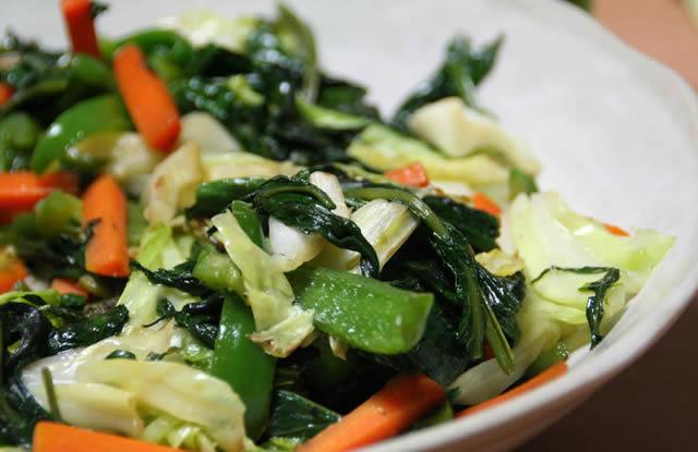 Жаренные овощи на тарелке