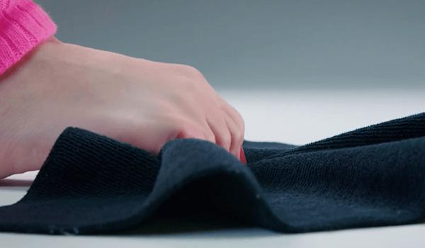 Упражнение с полотенцем при подошвенном фасциите