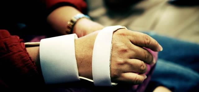 Фиксация кисти при переломе костей пясти