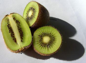 Аппетитные плоды актинидии (киви)